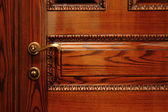 Door handle on the wooden door — Stockfoto