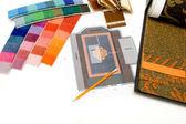 Próbki kolorów w studio projektowe — Zdjęcie stockowe