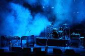 Prestanda scenen väntar på rockbandet — Stockfoto