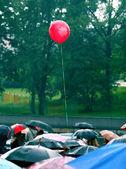 Balloon in the rain — Stock Photo