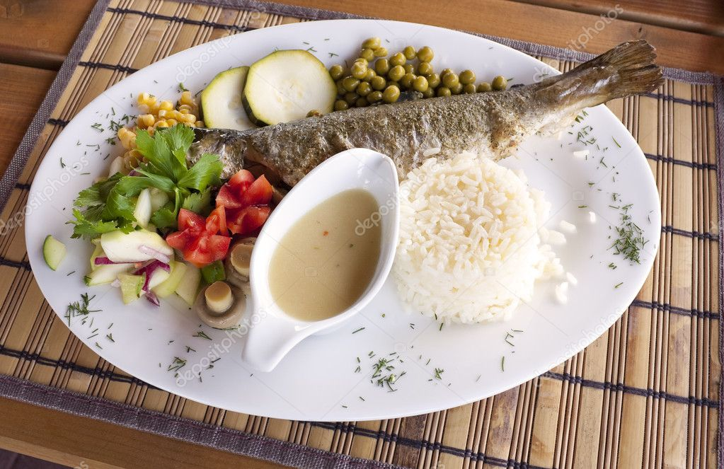 Grilled trout with rice and vegetables served on white plate — Stock Photo #1354563
