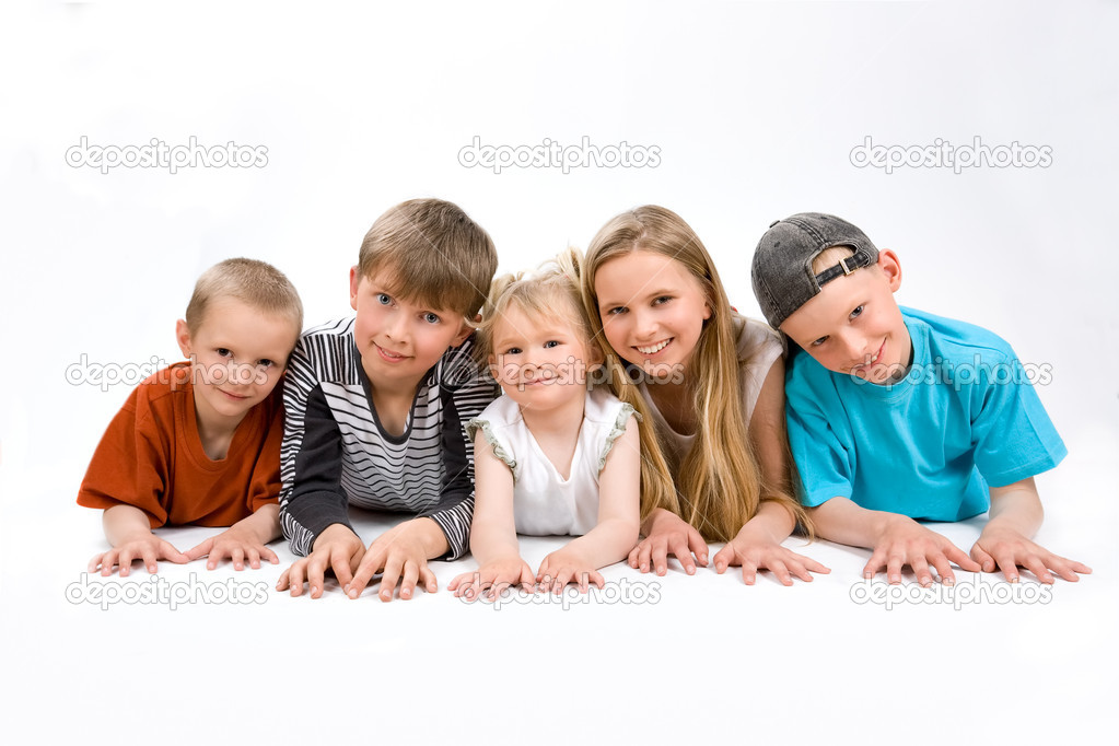 The group of five children lying on the foor — Stock Photo #1866932
