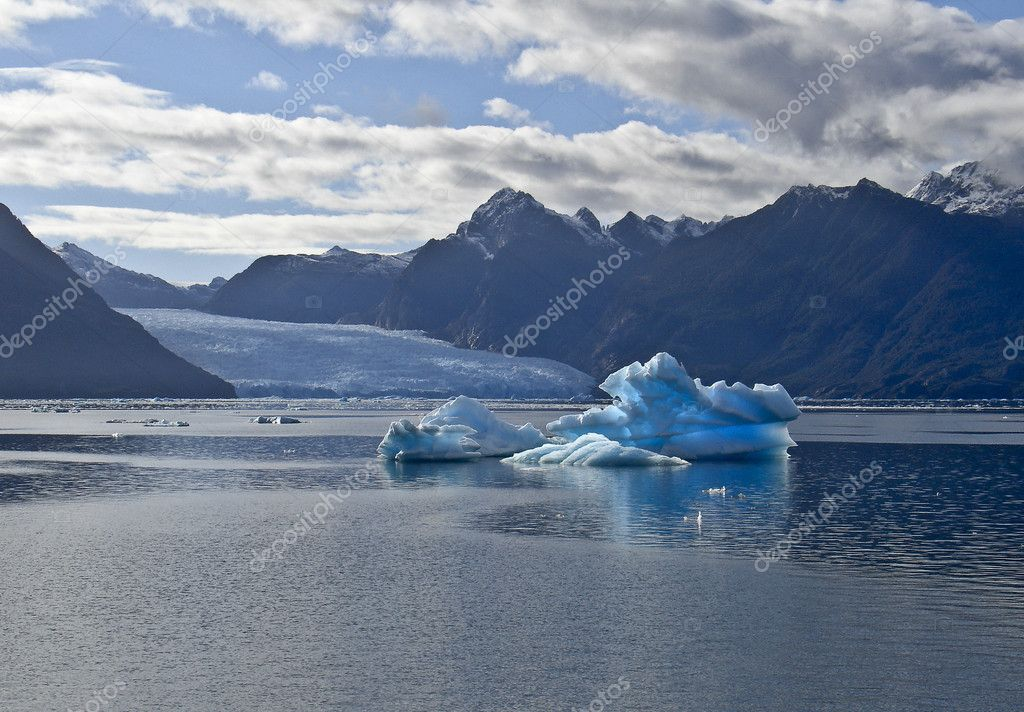 Icebergs from the San Rafael Glacier in Patagonia, Chile — Stock Photo #1306694