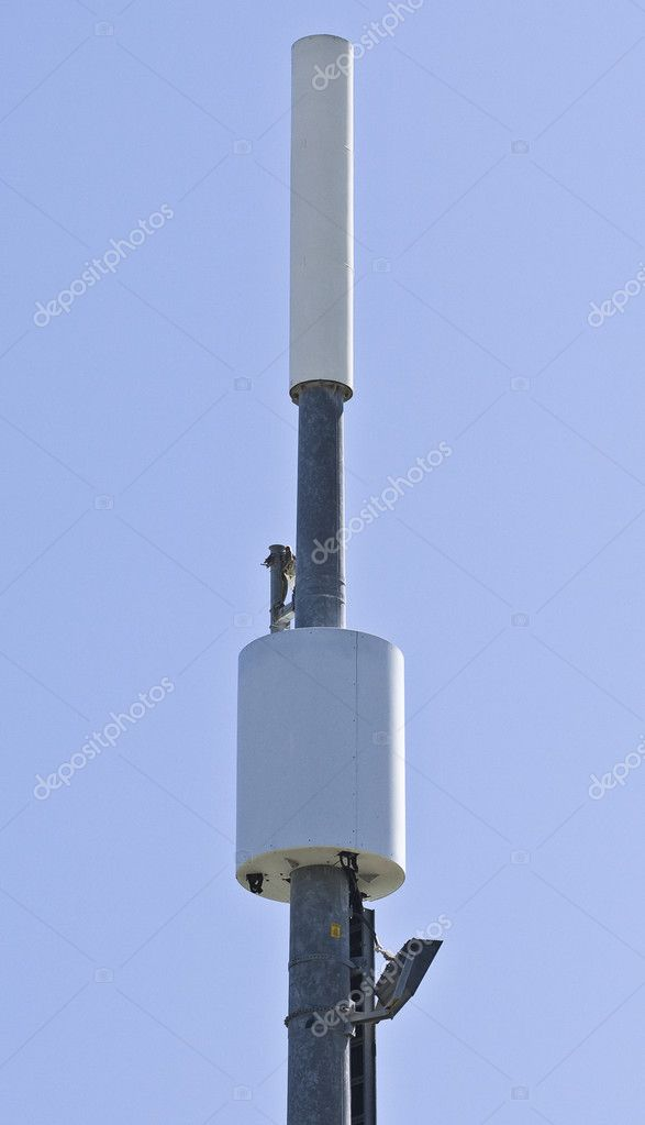 Transmitter over blue sky for mobile connection — Stock Photo #1580528