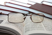 Eyeglasses on books — ストック写真