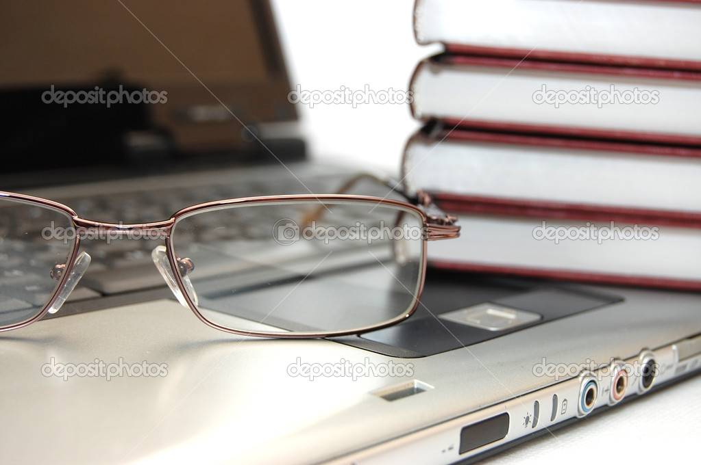 Eyeglasses and books on the laptop — Zdjęcie stockowe #1436388