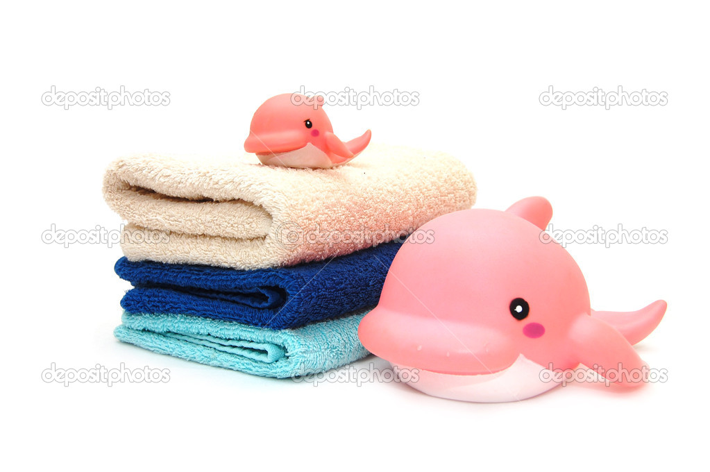 The combined colour towels with a toy dolphin — Stock Photo #1436793