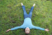 The girl lays on a green grass — Stock Photo