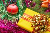 Vánoční ozdoby a dárky — Stock fotografie