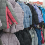 bir süpermarkette kış ceket — Stok fotoğraf