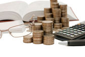 Coins and the calculator — Stockfoto
