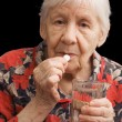 The old woman drinks a tablet — ストック写真