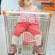 Foto Stock: Little girl sits in basket
