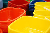 Colour new basins in a supermarket — Stock Photo