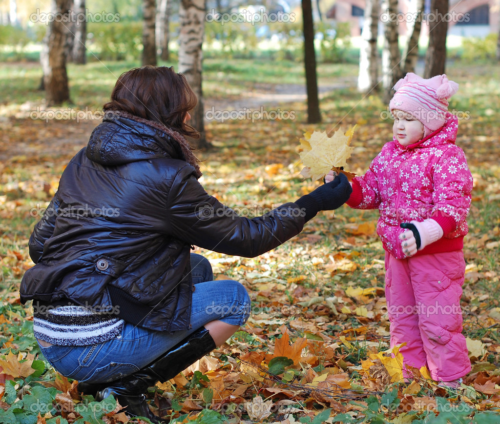 Mum with a daughter walk in autumn park — Stock Photo #2554570