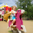The little girl plays attractions — Stock Photo