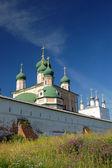 十四世纪修道院在佩,俄罗斯独 — 图库照片