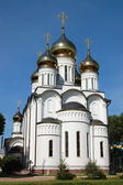 Russian orthodox church with gold domes — Stockfoto