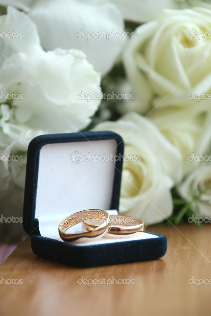 Wedding a ring a box — Stock Photo #1360426