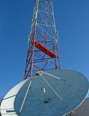 Satellite Dish and Radio Tower — Stock Photo