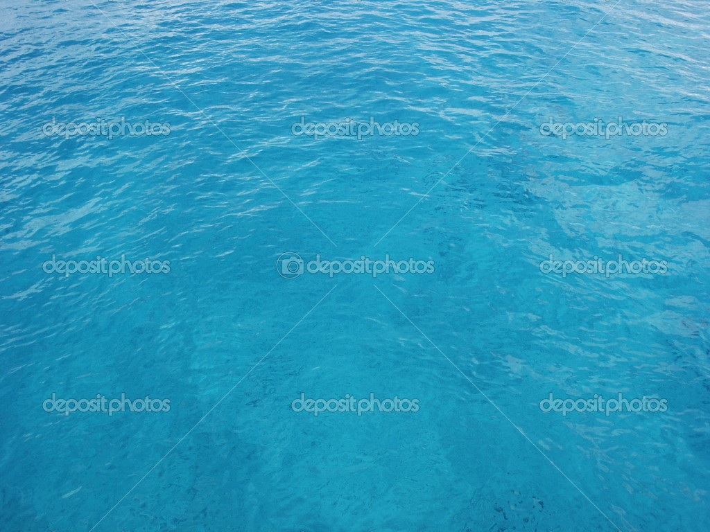 Clear blue ocean water in Cozumel, Mexico.  This works great for a background image.  Shot on a sunny clear day.  You can see the bottom through the clear blue  — Stock Photo #1385150