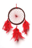 Traditionnel dreamcatcher Nord indien avec des plumes rouges et perles grenats. — Photo