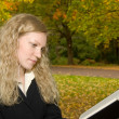 Women reading in the park in Autumn. — Stock Photo