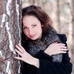 bella donna in un parco — Foto Stock #1332459