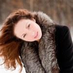 bella donna in un parco — Foto Stock #1332513