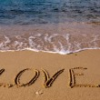 Love - the inscription on the sand — Foto Stock