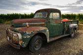 Rusty old classic truck — Stock Photo