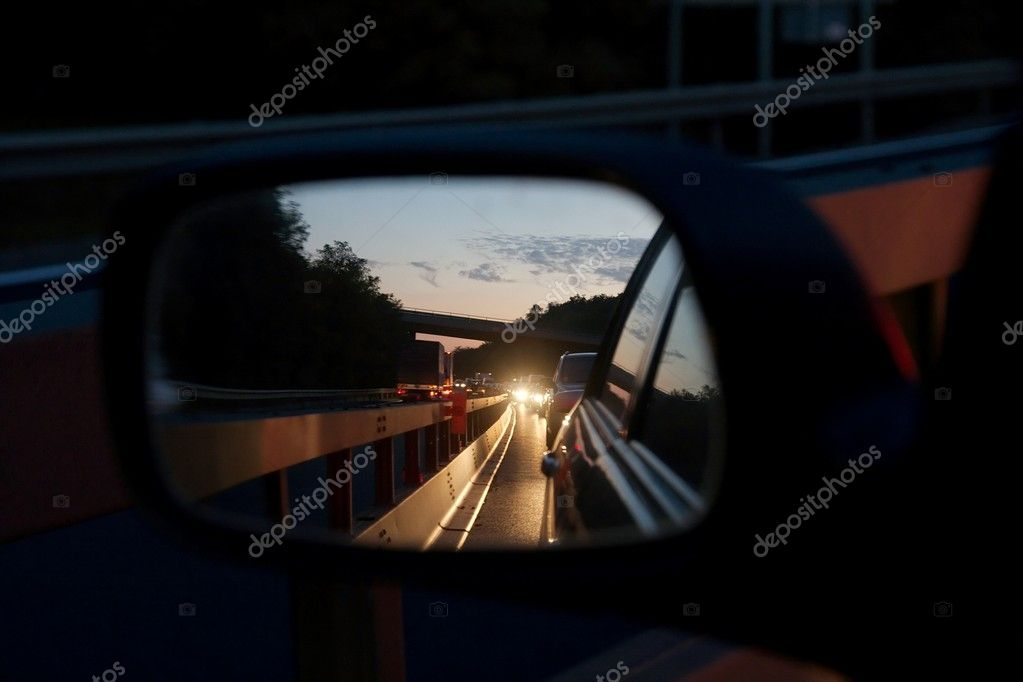 Traffic jam on the highway reflected in the side mirror of a car — Stock Photo #1336961