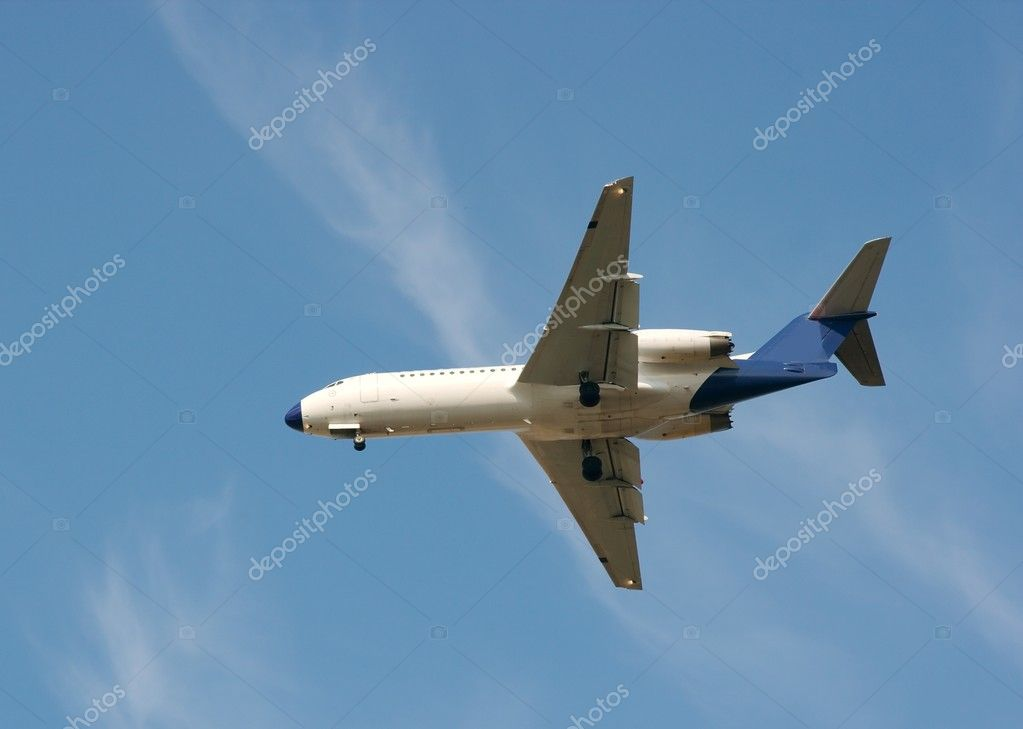 White airplane make landing under blue sky — Stock Photo #1336980