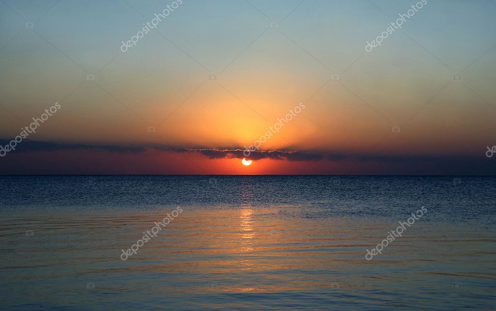 Sunset at coast of the sea — Stock Photo #1353089