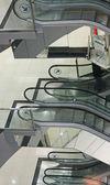ビジネス センターのエスカレーター — ストック写真