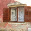 Window is in an old house - 图库照片