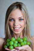 The woman with grapes — Stock Photo