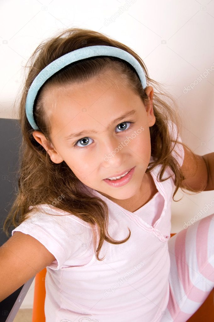Cute smiling little girl  looking at camera — Stock Photo #1346584