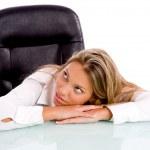 affärskvinna tänker på skrivbord — Stockfoto #1350225