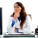 medicinsk professionell tittar på kameran — Stockfoto