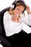 実業家は、音楽を聴く — ストック写真