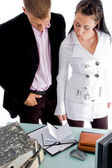 Affärspartners tittar på dagbok — Stockfoto