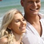 Beach couple smiling — Stock Photo #1368209