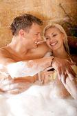 Couple drinking wine in bath — Stock Photo