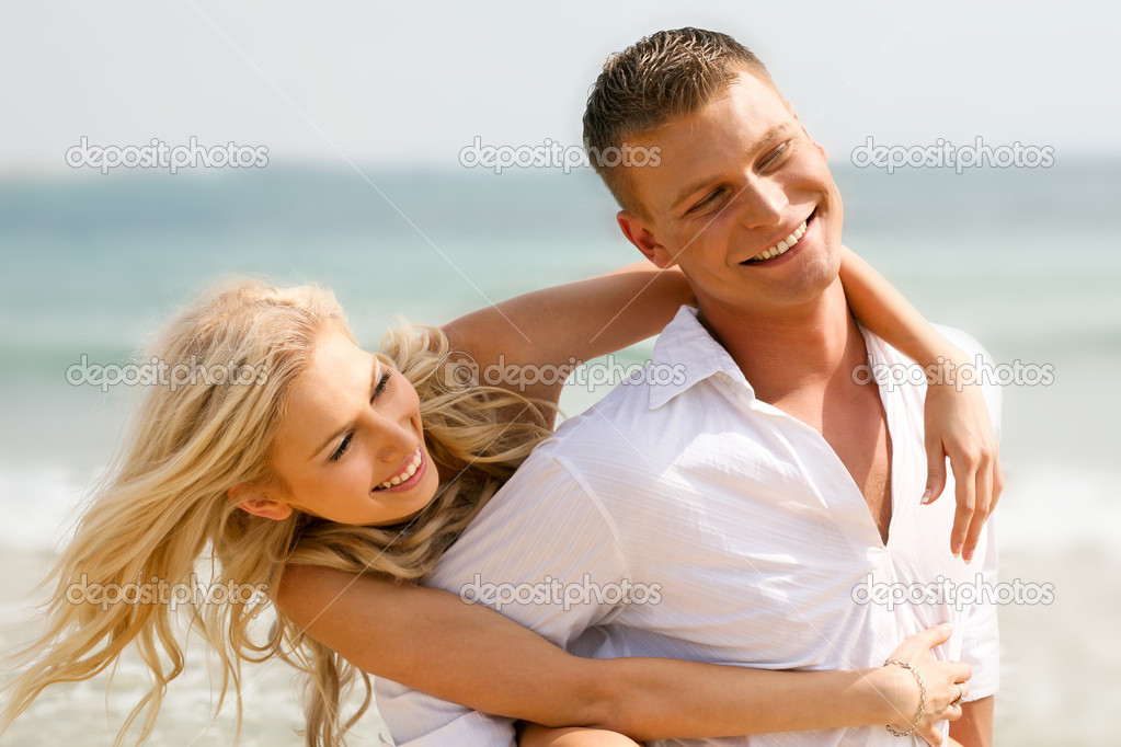 Happy young couple at leisure — Stock Photo #1365465