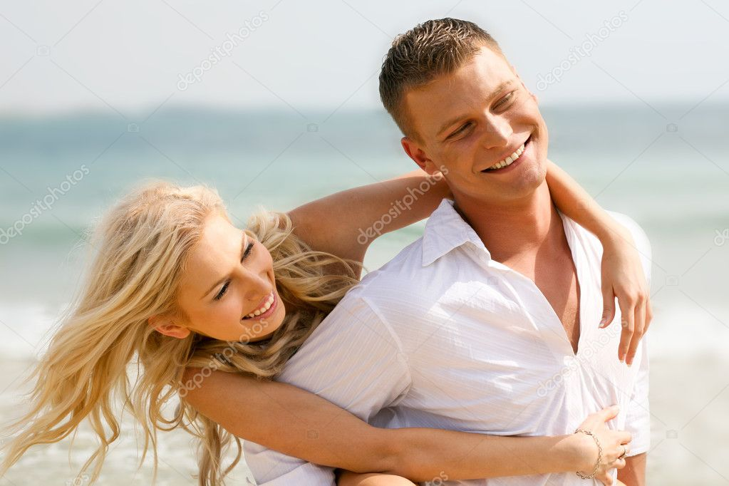 Happy young couple at leisure — Foto de Stock   #1365465