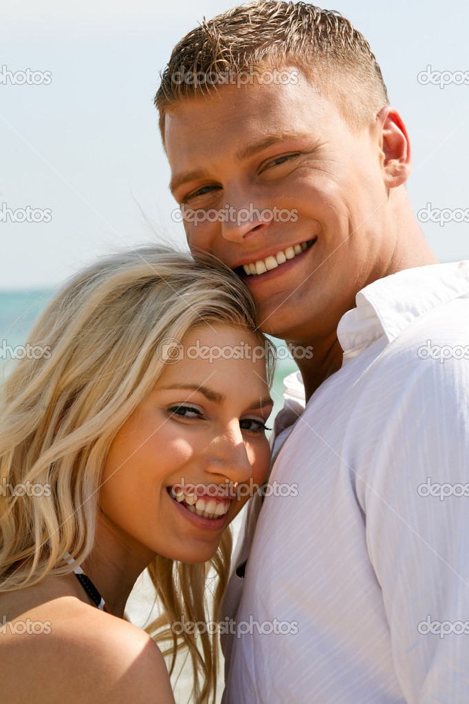 Juvenile couple full of joy near the beach — Stock Photo #1365558