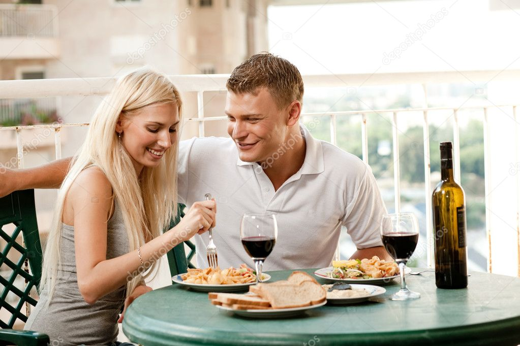 Couple dining together in home — Stock Photo #1366073