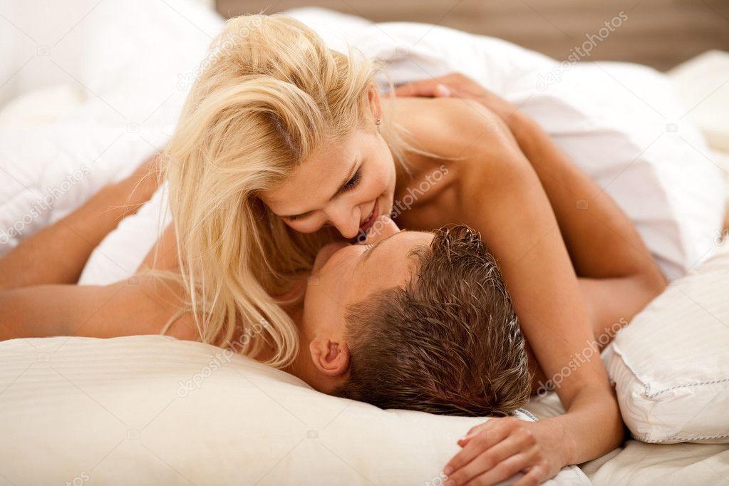 Мужчина довольно трахается с любимой женщиной  292637