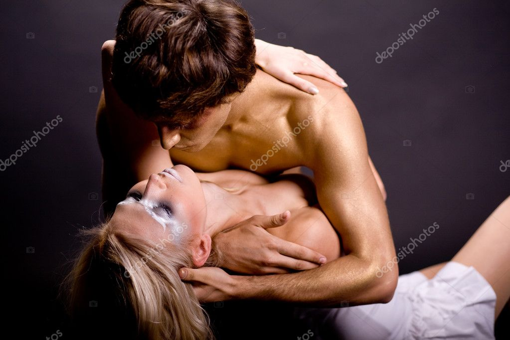 Young couple making love in studiio — Foto Stock #1367620